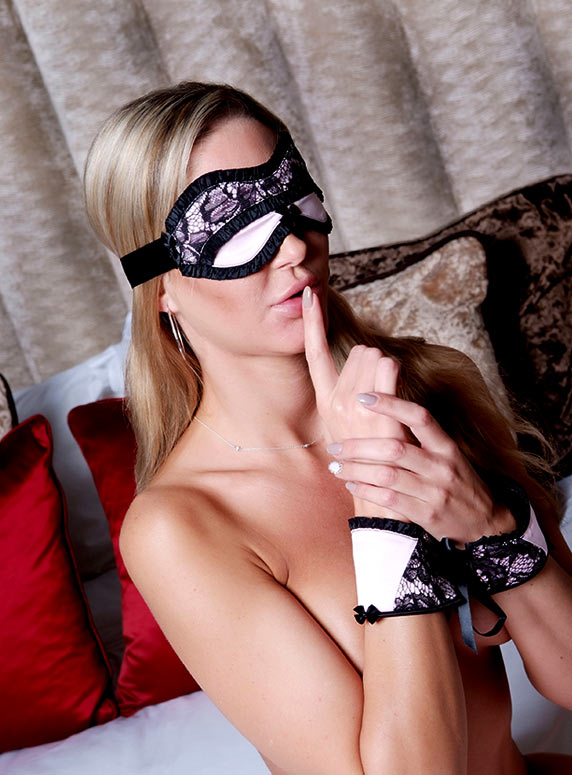 sexy-high-class-birmingham-escort tie and tease